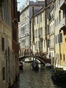 pulizia-appartamenti-e-case-vacanza-a-venezia-8-224x300